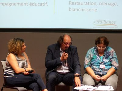 Un ensemble d'intervenants experts des questions d'inclusion